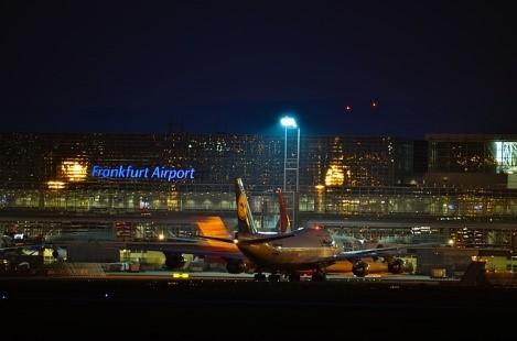 Flughafen Frankfurt bei Nacht