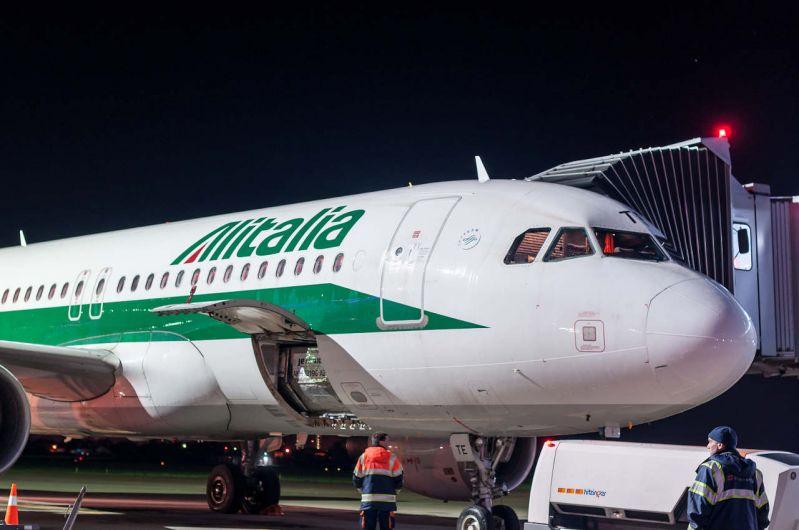 Compensații în caz de zboruri întârziate Alitalia/anulări de zboruri/refuz la îmbarcare